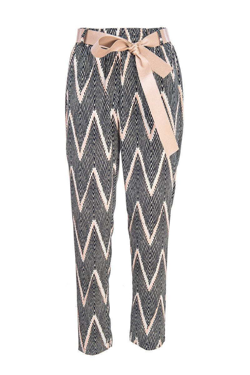 幾何圖案窄腳褲配腰帶