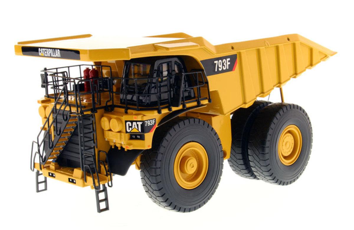 1:50 793F Mining Truck