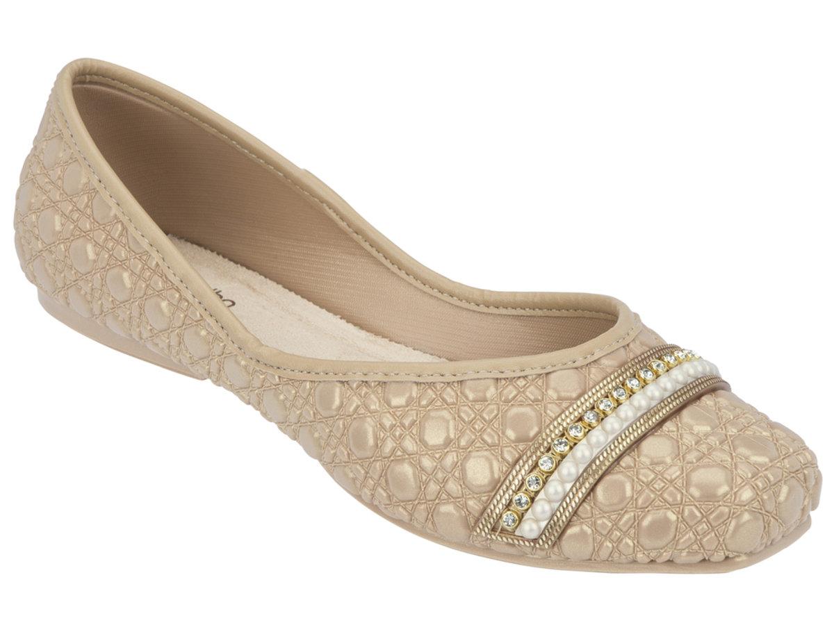 壓紋仿皮小珠飾平底鞋 - 米色