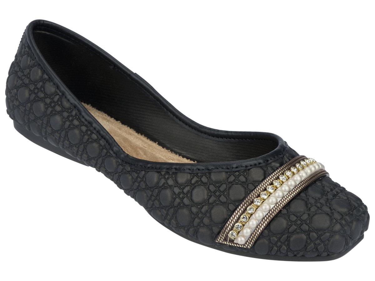 壓紋仿皮小珠飾平底鞋 - 黑色