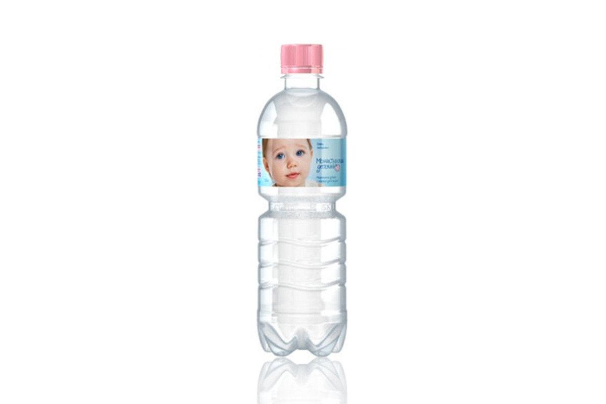 初生嬰兒礦泉水