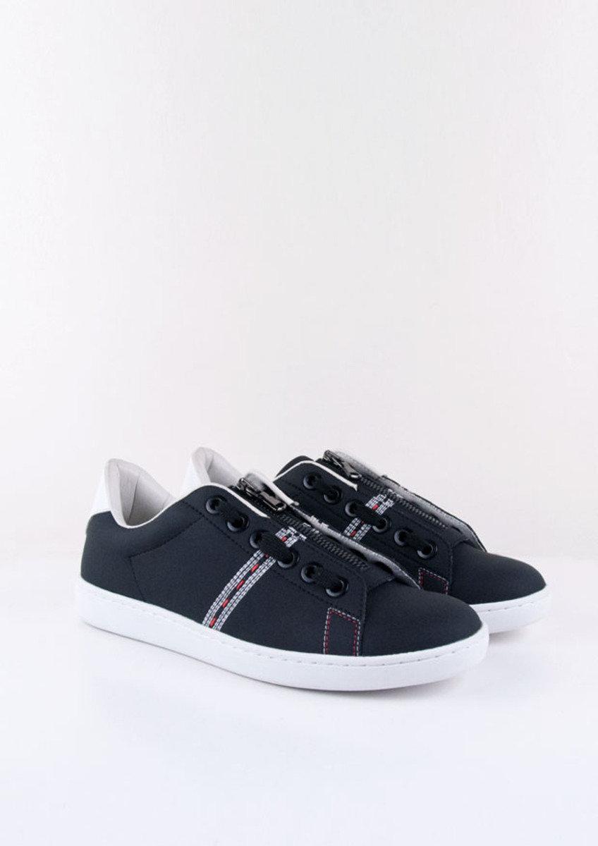 黑色電繡波鞋