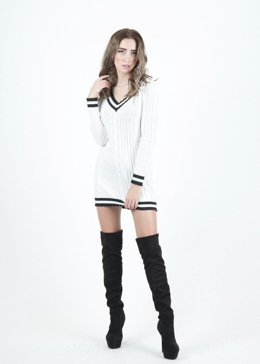 白色長身毛衣