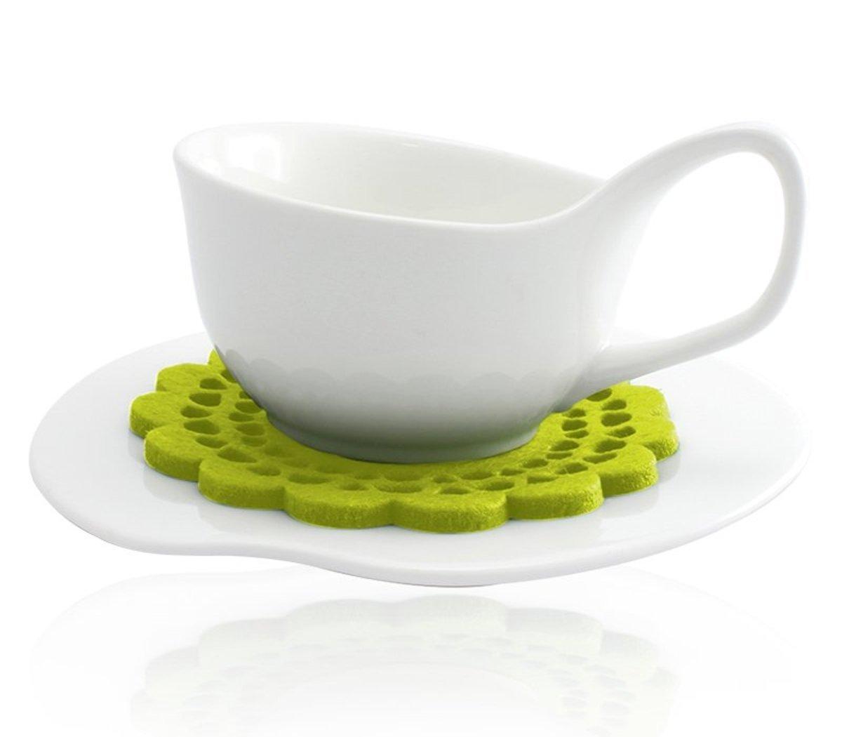 白色茶杯套裝配絨毛杯墊