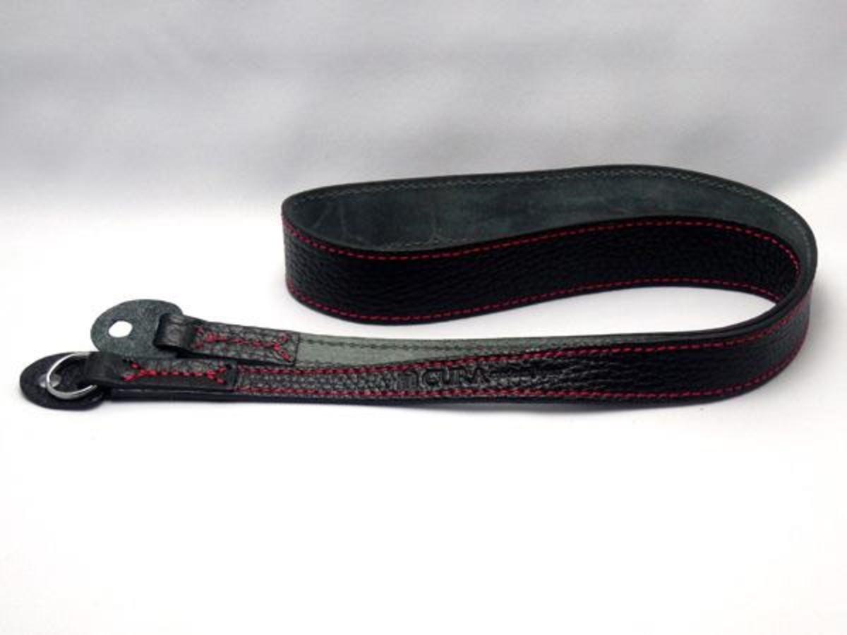 Natural Shrunk 皮革相機帶 90cm 黑皮革/紅縫線