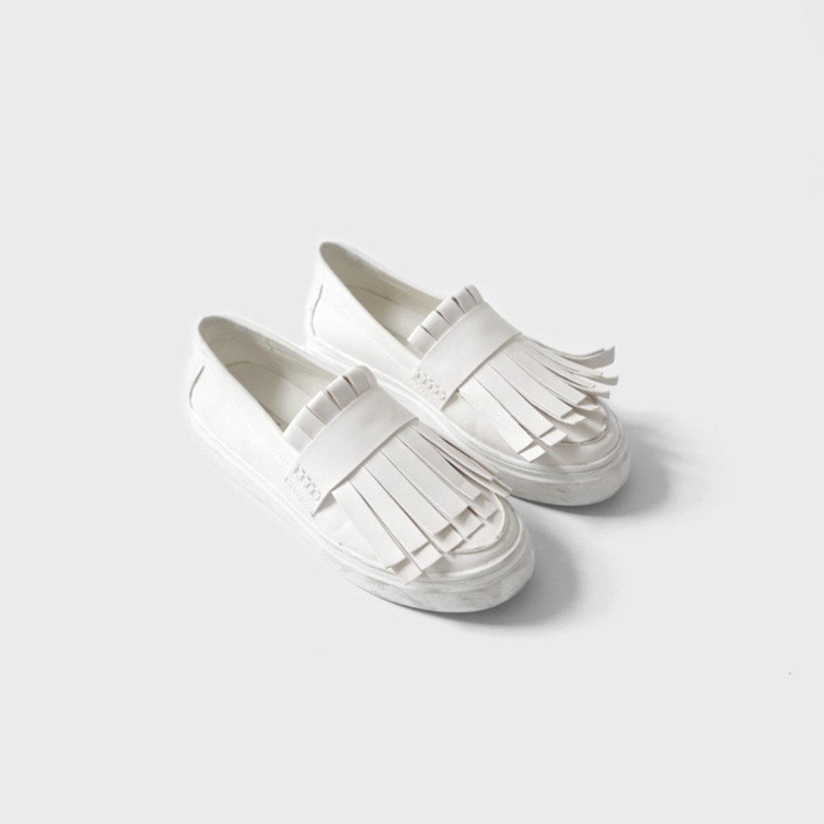 流蘇款平底仿皮鞋_C62PASH8