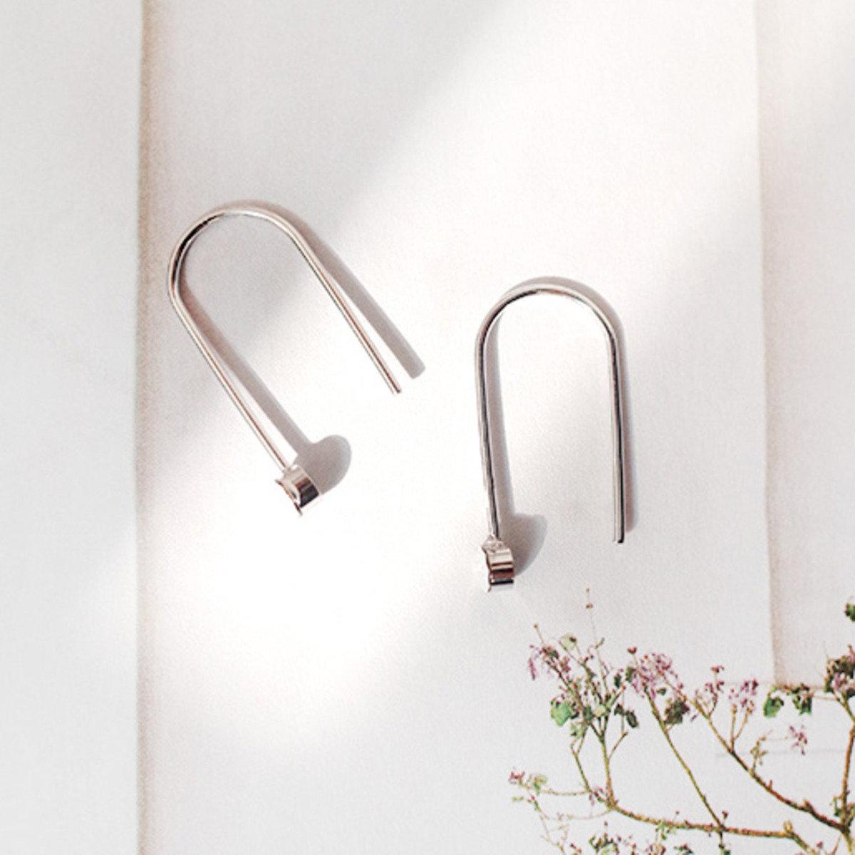 U型銀色時尚耳環_C63PHEA4