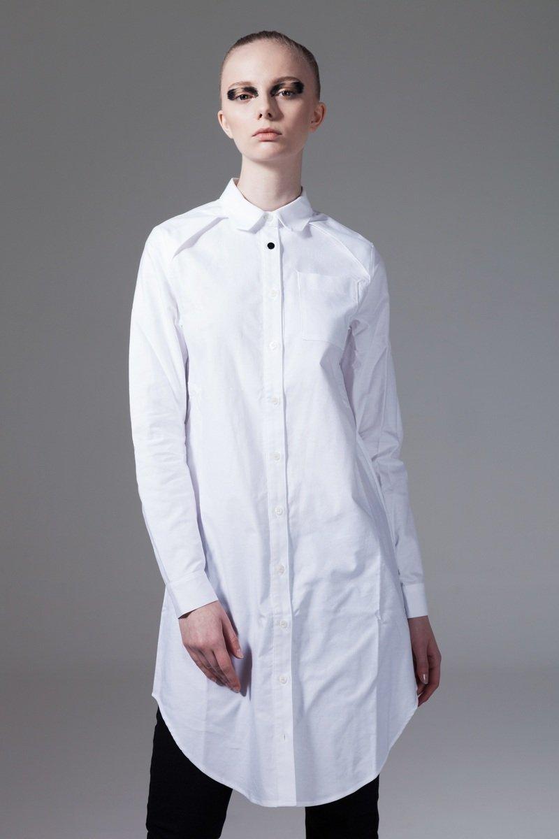 白色長身長袖恤衫