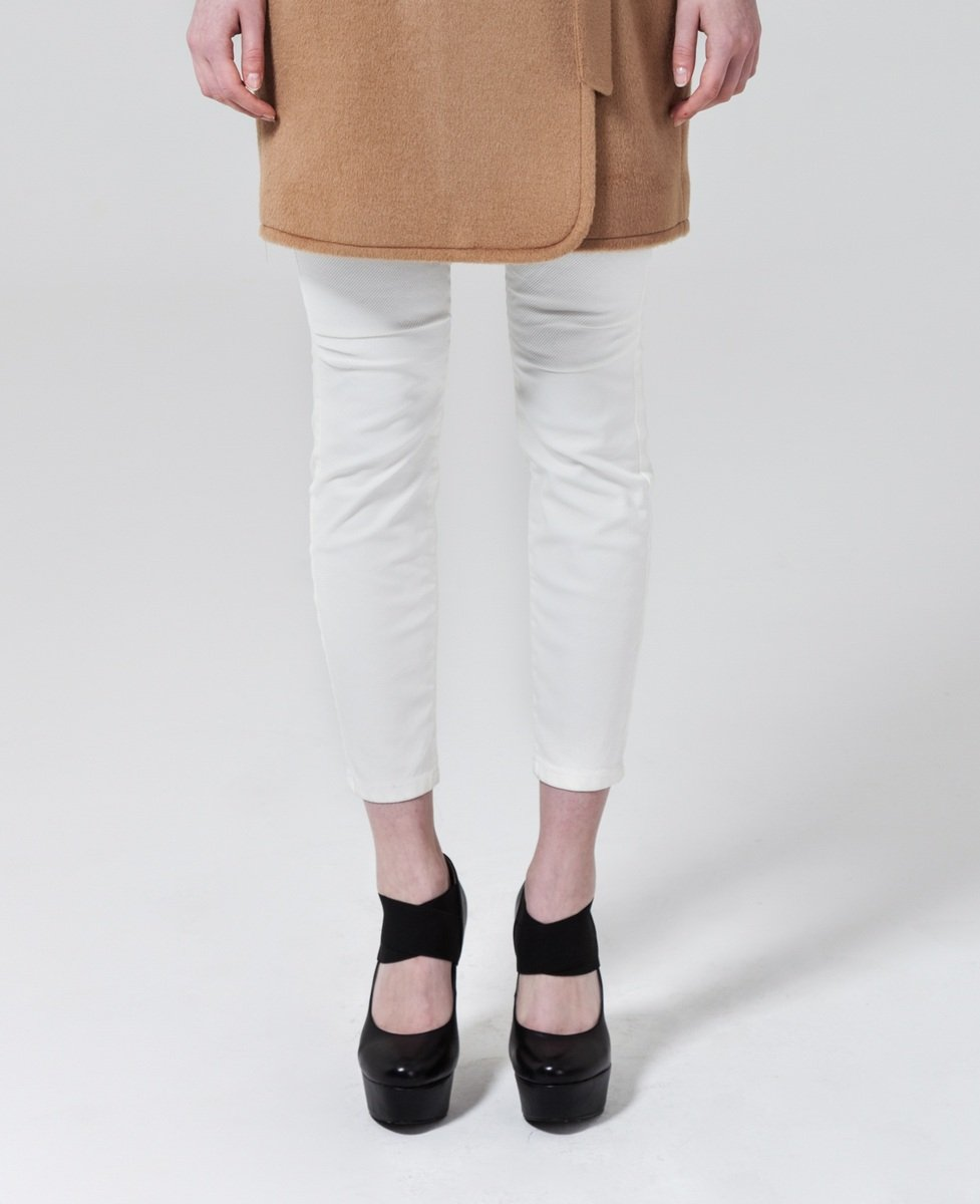 白色修身牛仔褲