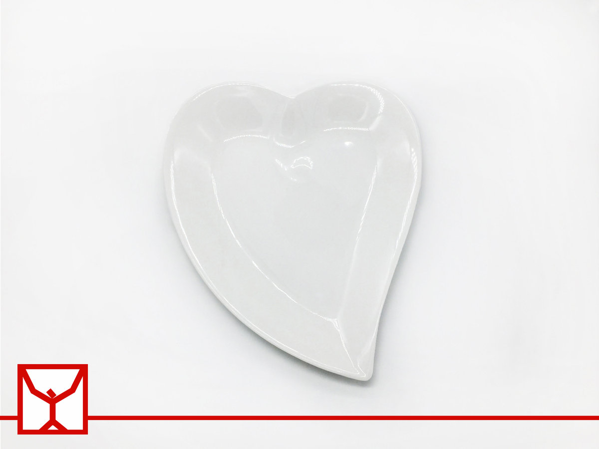 "8"" White Heart Shallow Dish - 202x241x31mm"
