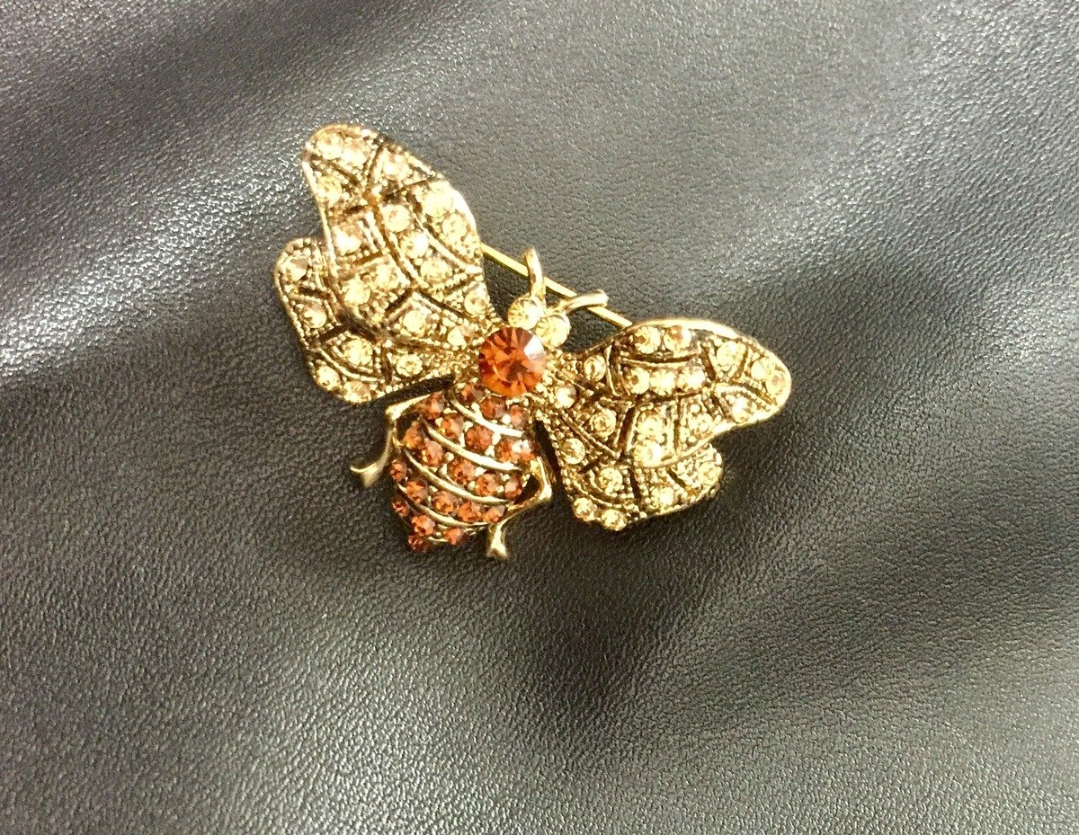 magnificent  golden bee brooch