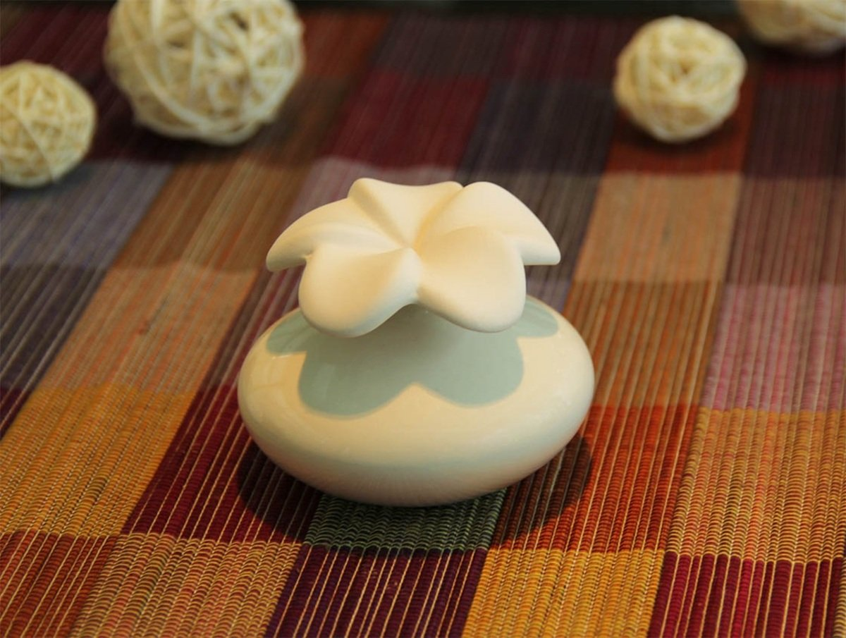 Thai Ceramic Perfume Diffuser (Leelawadee Shaped, Small, White)