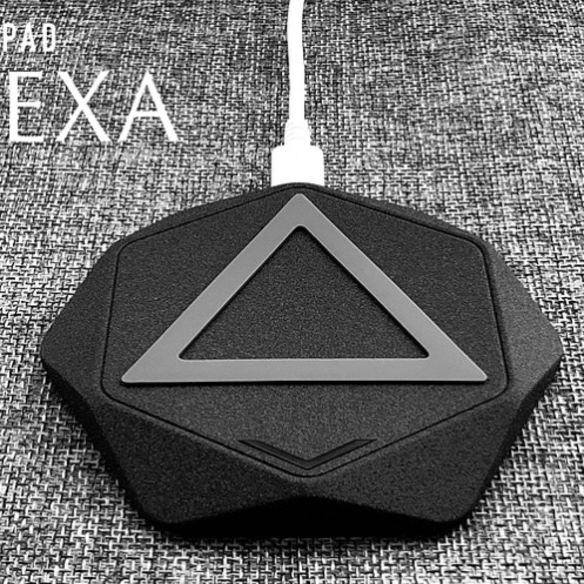 HEXA Qi Certified High Speed Wireless Charger - Black