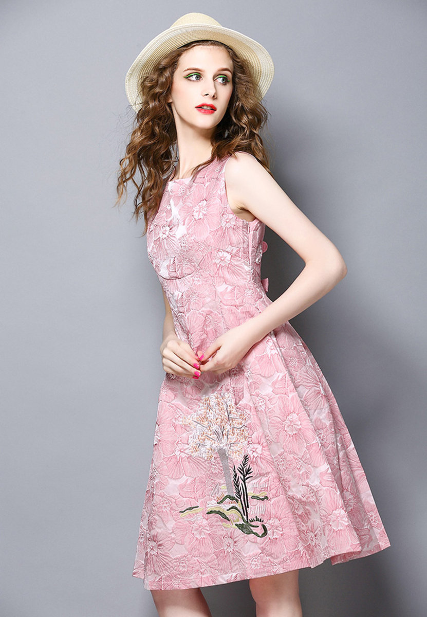 Sleeveless Jacquard Embroidery Big-Swing Dress